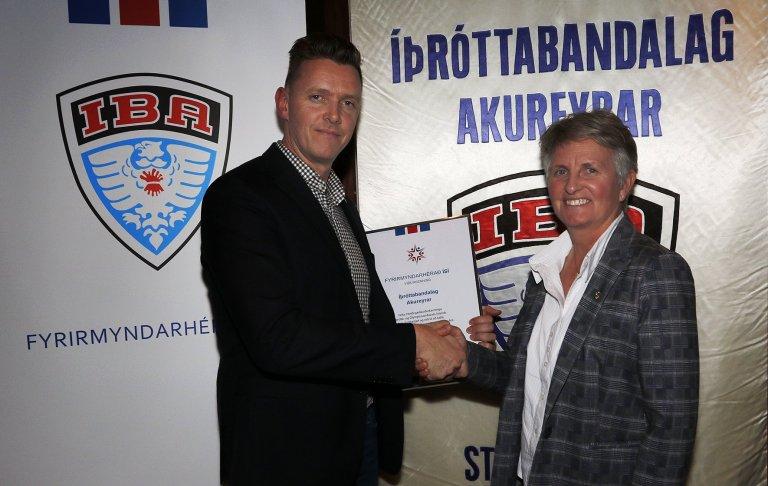 Geir Kristinn Aðalsteinsson formaður ÍBA og Líney Rut Halldórsdóttir framkvæmdastjóri ÍSÍ.
